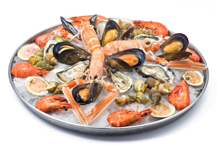 Pesce e frutti di mare crudi, le regole per non rischiare | il Salvagente